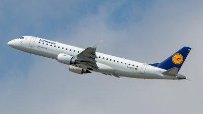 A picture of DAECD - Embraer E190LR - Lufthansa - © Chris Reiff  mecha_chris