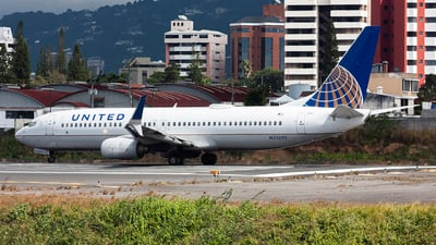 A picture of N33292 - Boeing 737824 - United Airlines - © chalymtz