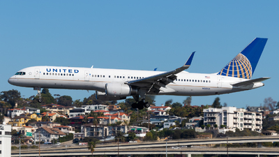 A picture of N58101 - Boeing 757224 - United Airlines - © Brandon Ravelo