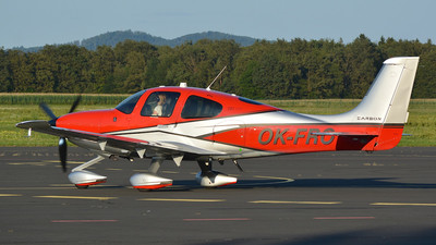 OK-FRO - Cirrus SR22-GTS Carbon - Private