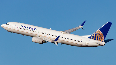 A picture of N76254 - Boeing 737824 - United Airlines - © Devon McCune