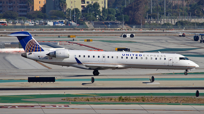 N727SK - Bombardier CRJ-701 - United Express (SkyWest Airlines)