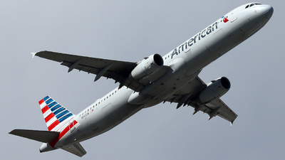 A picture of N561UW - Airbus A321231 - American Airlines - © Xiamen Air 849 Heavy
