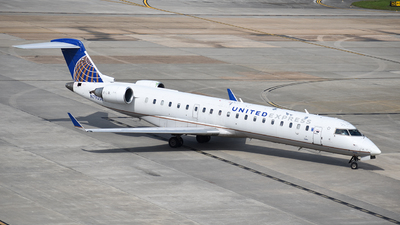 A picture of N790SK - Mitsubishi CRJ701ER - United Airlines - © Javier Vera