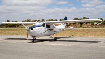 A picture of VHMDG - Cessna 210M Centurion - [21061622] - © Joel Baverstock