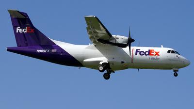 N909FX - ATR 42-300(F) - FedEx Feeder (Mountain Air Cargo)