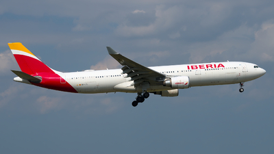 A picture of ECLZJ - Airbus A330302 - Iberia - © Davis Dore