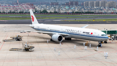 A picture of B2086 - Boeing 77739L(ER) - Air China - © Jerry Zheng