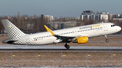EC-LVX - Airbus A320-214 - Vueling Airlines