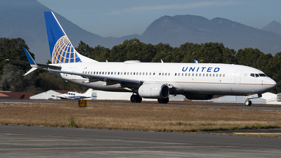 A picture of N76526 - Boeing 737824 - United Airlines - © Brian Boche