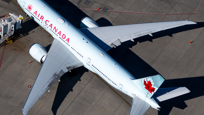 A picture of CFIUF - Boeing 777233(LR) - Air Canada - © Derek MacPherson