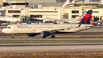 A picture of N324DX - Airbus A321211 - Delta Air Lines - © Issac