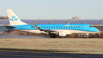 A picture of PHEXZ - Embraer E175STD - KLM - © Ian Howat