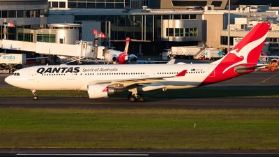 VH-EBL - Airbus A330-203 - Qantas