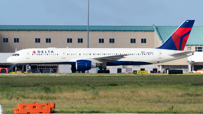 A picture of N680DA - Boeing 757232 - Delta Air Lines - © Nito