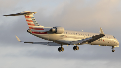 A picture of N753EV - Mitsubishi CRJ701ER - American Airlines - © Andrew Hutnyan
