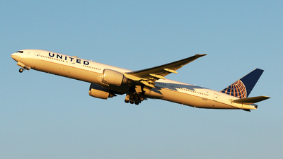 N2332U - Boeing 777-322ER - United Airlines