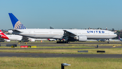 A picture of N2142U - Boeing 777322(ER) - United Airlines - © John Zhao
