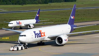 A picture of N887FD - Boeing 777FS2 - FedEx - © Jeremy Denton