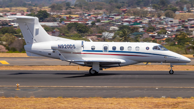 A picture of N920DS - Embraer Phenom 300 - [50500530] - © Alonso Cisneros