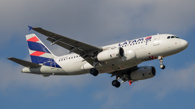 A picture of PTTML - Airbus A319132 - LATAM Airlines - © fachetti_spotter