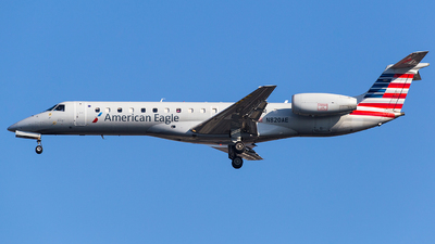 A picture of N820AE - Embraer ERJ140LR - American Airlines - © Wenjie Zheng