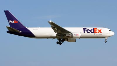 A picture of N176FE - Boeing 767300F(ER) - FedEx - © Angel Natal