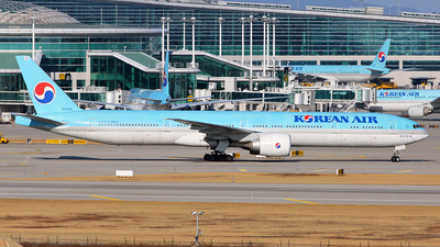 HL8006 - Boeing 777-3B5ER - Korean Air