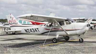 A picture of N2434T - Cessna 172R Skyhawk - [17281326] - © Orlando Suarez