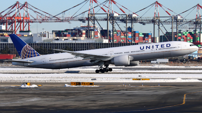 A picture of N2644U - Boeing 777322(ER) - United Airlines - © Xiamen Air 849 Heavy