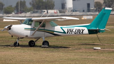 A picture of VHUNX - Cessna 152 - [15283130] - © mitch