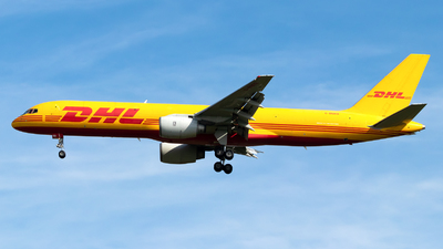 A picture of GBMRB - Boeing 757236(SF) - DHL - © Julian Azeroth