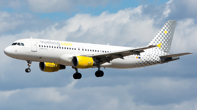 EC-KLB - Airbus A320-214 - Vueling Airlines