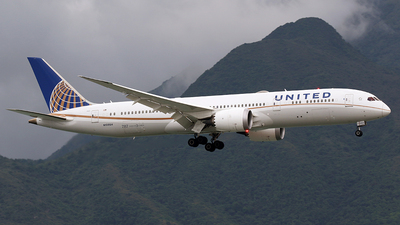 A picture of N13954 - Boeing 7879 Dreamliner - United Airlines - © *DaVe*