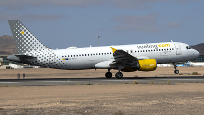 A picture of ECMVO - Airbus A320214 - Vueling - © Leandro Hdez