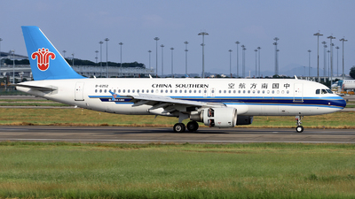 A picture of B6252 - Airbus A320214 - China Southern Airlines - © nibrage