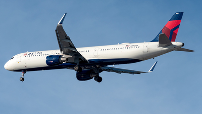 A picture of N380DN - Airbus A321211 - Delta Air Lines - © Yan777