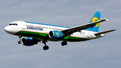 UK32015 - Airbus A320-214 - Uzbekistan Airways