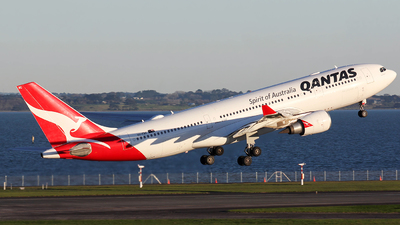 A picture of VHEBC - Airbus A330202 - Qantas - © Ernest Leung