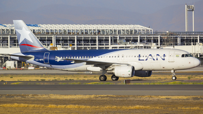 A picture of CCBFE - Airbus A320214 - LATAM Airlines - © Vicente Quezada Duran