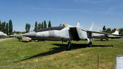 09 - Mikoyan-Gurevich MiG-25 Foxbat - Soviet Union - Air Force
