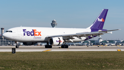 A picture of N650FE - Airbus A300F4605R - FedEx - © bill wang