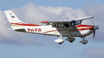 A picture of PHFIF - Cessna 182T Skylane - [18282031] - © Jeroen Stroes