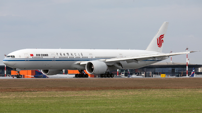 A picture of B7869 - Boeing 77739L(ER) - Air China - © Svyatoslav