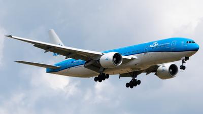 A picture of PHBQB - Boeing 777206(ER) - KLM - © Wilko Doodhagen