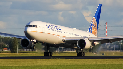 N669UA - Boeing 767-322(ER) - United Airlines