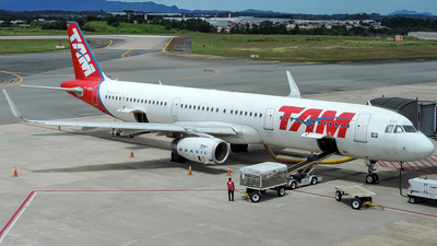 A picture of PTMXM - Airbus A321231 - LATAM Airlines - © J3an_longo