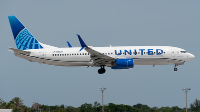 A picture of N18220 - Boeing 737824 - United Airlines - © Mark Lawrence