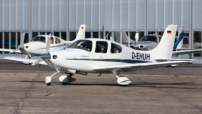 D-EHUH - Cirrus SR20 - Private