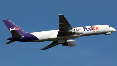 A picture of N990FD - Boeing 757232(SF) - FedEx - © J.R.Quiñonez